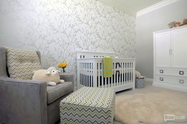 How appropriate that Jeff Lewis was designing for a baby's room for Mark-Paul Gosselaar when Jenni Pulos' due date arrived! We die over that wallpaper.