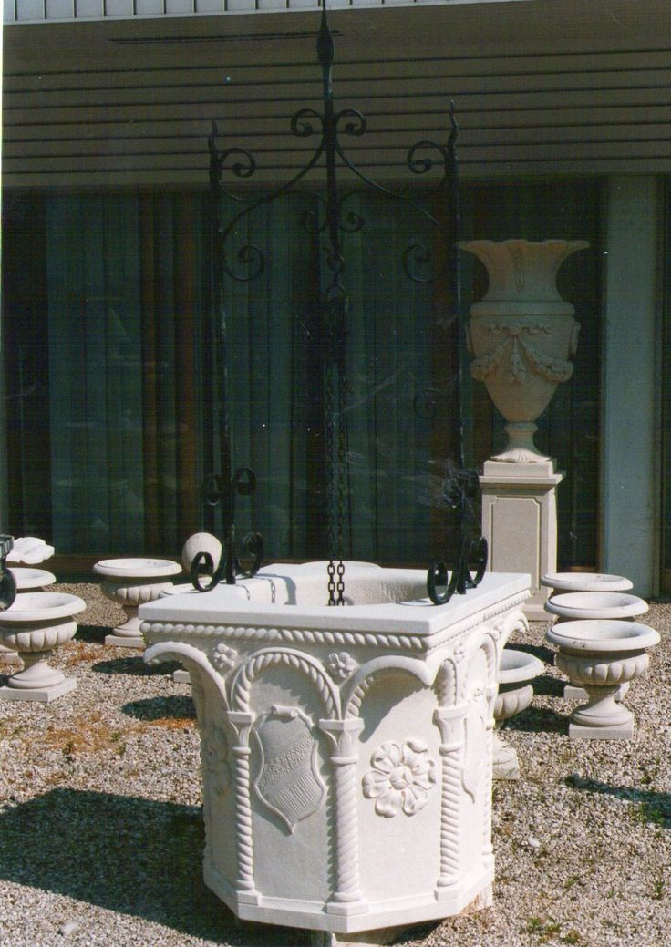 weelhead with iron element  - italian Vicenza limestone - design by Garden Ornaments Stone srl - www.gardenorn.com