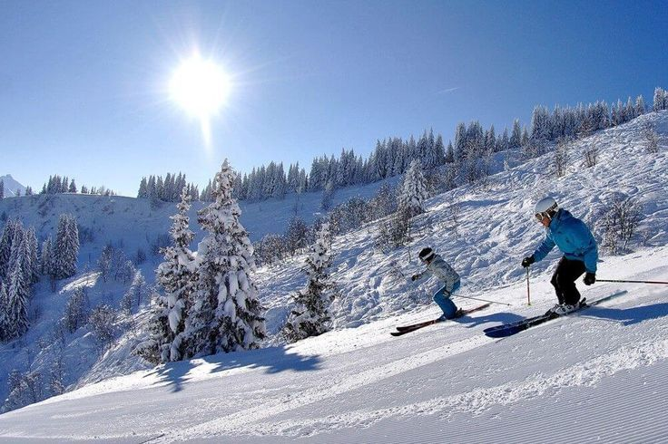 Windham Mountain Ski Resort is located just over 2.5 hours from NYC. Witness some amazing sceneries at one of the best skiing getaways upstate New York.