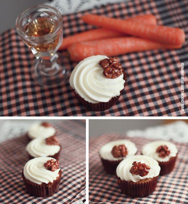 cupcakes de carrot cake con nueces caramelizadas