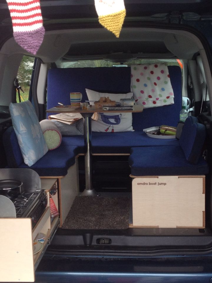My amazing Amdro Boot Jump in my Citroen Berlingo Multispace .