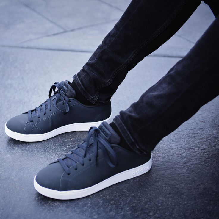 Clean up your style with the adidas Advantage Clean trainers. A sleek shoe to complete your outfit