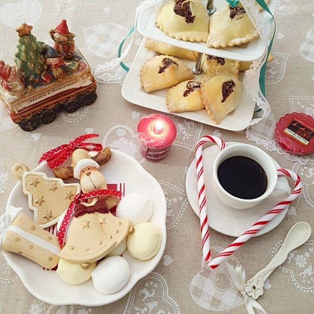 Buon pomeriggio! ☕ Godiamoci gli ultimi giorni di queste dolci festività natalizie! #merendaitaliana #friends_moms #scatticolorful #thewomenspassions #pics_at_home #snap_ish #loryandalpha #thewomoms #womoms_official #tentarnonnuoce #jj_coffeebreak #ognitantocucino #mamxmam_food #verso_sud_foods #ptk_food #detalhes_em_foco #vintagelaceandroses #loves_artstyle #home_manufacturer #instamamme #paroladimamma #mamxmam_food #modeonsweet #mapisweetb #9vaga_food9