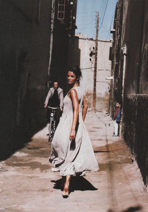 """erichcanvogue:  supermodelgif:  """"De Sable Et De Soie"""", Helena Christensen by Pamela Hanson for Vogue Paris, May 1994"""