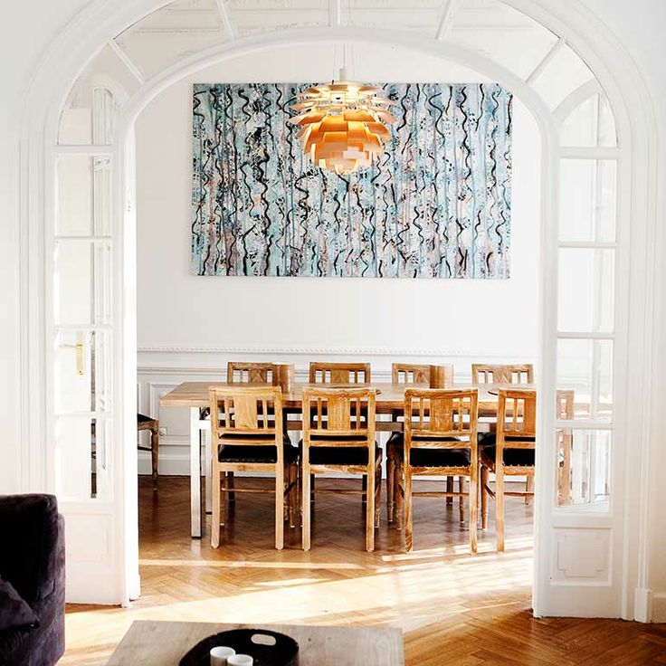 Dining room in a big family summer house in Côte D'azur Guldsmeden