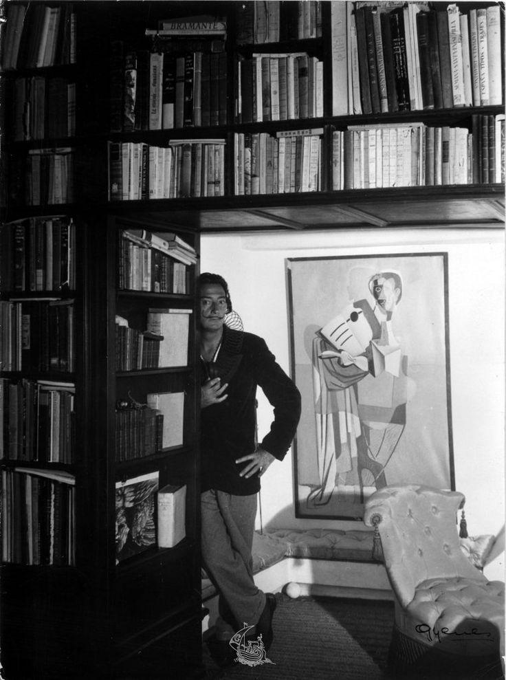 Juan Gyenes, Salvador Dalí a la biblioteca de Portlligat, 1951