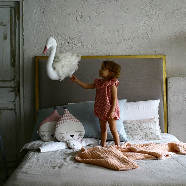 Coup de coeur: Ila y Ela. This brand offers a huge choice of handmade products: funny cushions, tapestries, pennants, mobiles and garlands.http://petitandsmall.com/ilayela-handmade-ideas-decorate-gift/