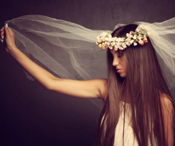 Velo e coroncina di fiori per la sposa etno-chic