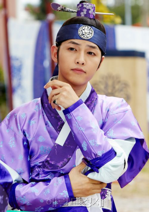 Song Joong Ki as Goo Yong Ha in Sungkyunkwan Scandal