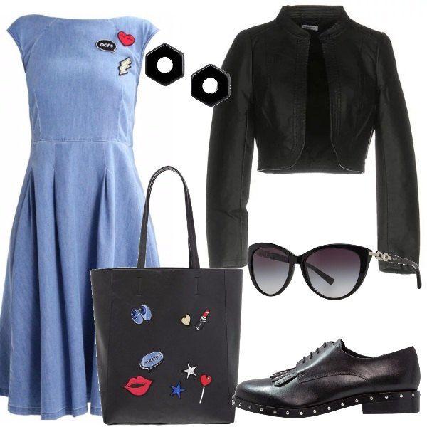 Il vestito di jeans lo abbiniamo ad una giacca corta in similpelle, scarpe stringate nere, borsa a mano in finta pelle con patches, orecchini neri e occhiali da sole con lenti sfumate.
