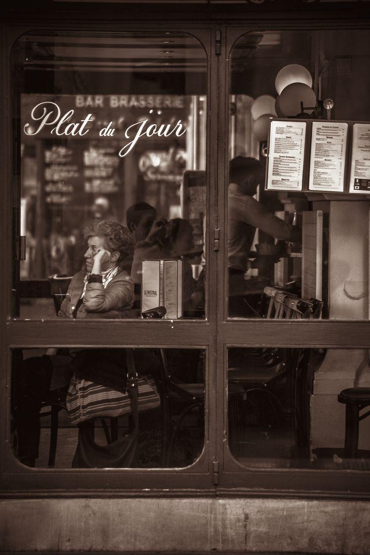 Vintage cafe street fashion paris felik wong Aneta Kawecka
