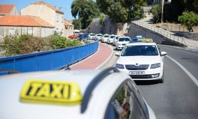 Dubrovnik taxi drivers protest against UBER by blocking main road