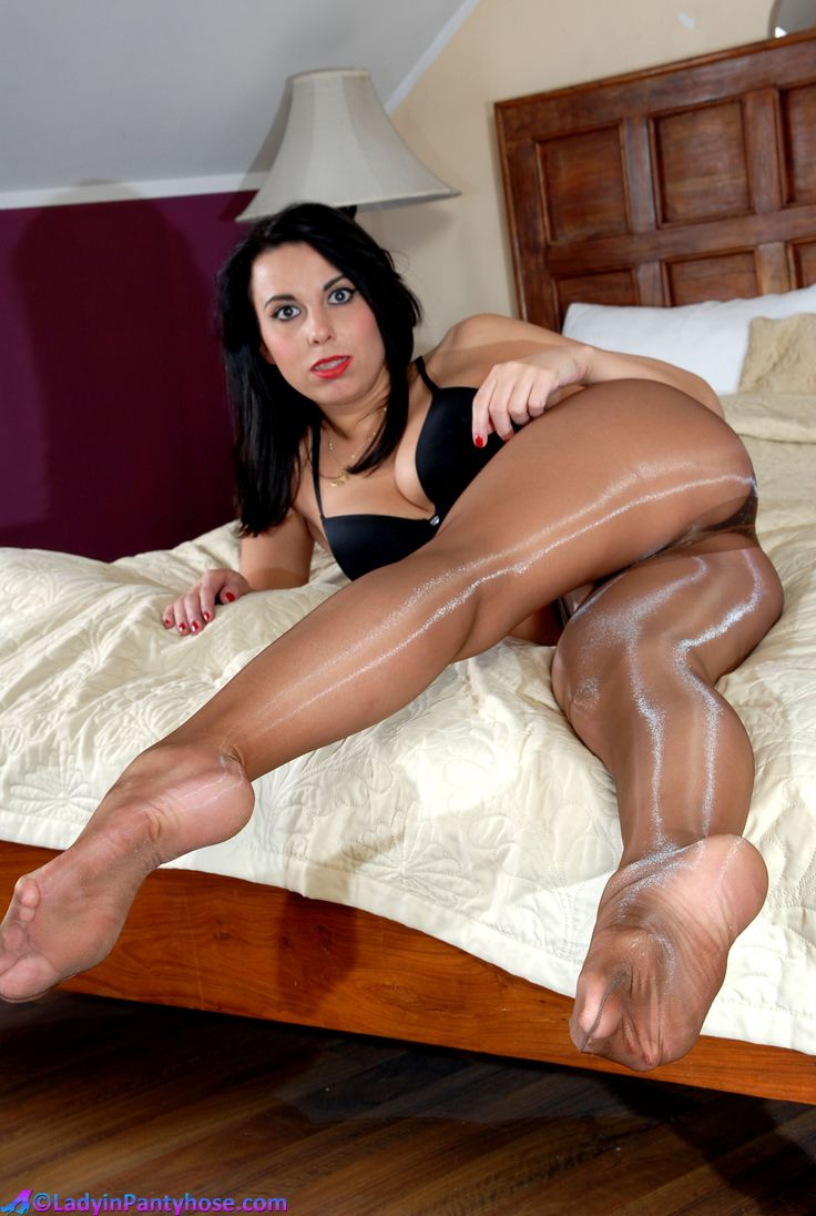 Wearing Pantyhose And Sexy 59