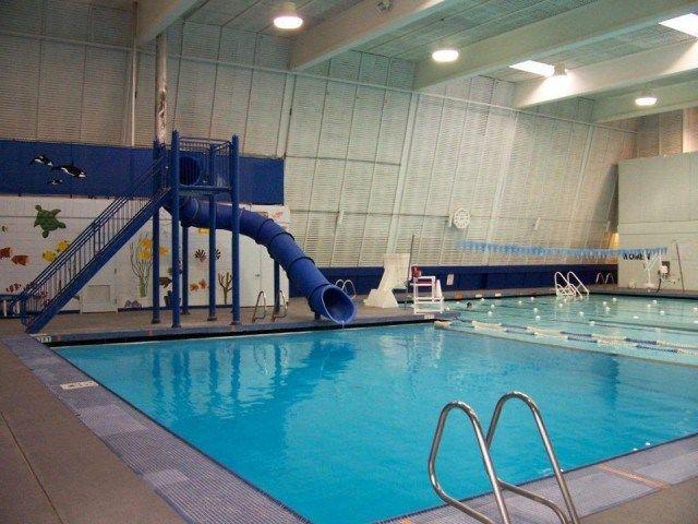 Oltre 25 fantastiche idee su piscine piccole su pinterest piscina per bambini cortili piccoli for Bainbridge island swimming pool