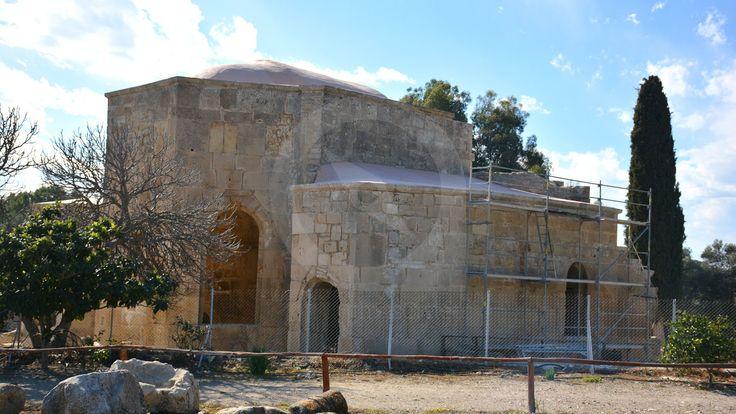 Ο ναός του Αγίου Τίτου Γορτύνης βρίσκεται στον αρχαιολογικό χώρο Γόρτυνας, δίπλα στο Ρωμαϊκό ωδείο και θέατρο και αποτελεί ένα από τα πιο σημαντικά χριστιανικά μνημεία βυζαντινής αρχιτεκτονικής του νησιού.