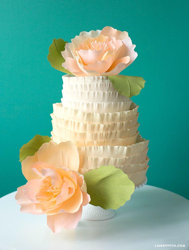 Wie man einen Rüsche-Kuchen mit Krepp-Papier macht