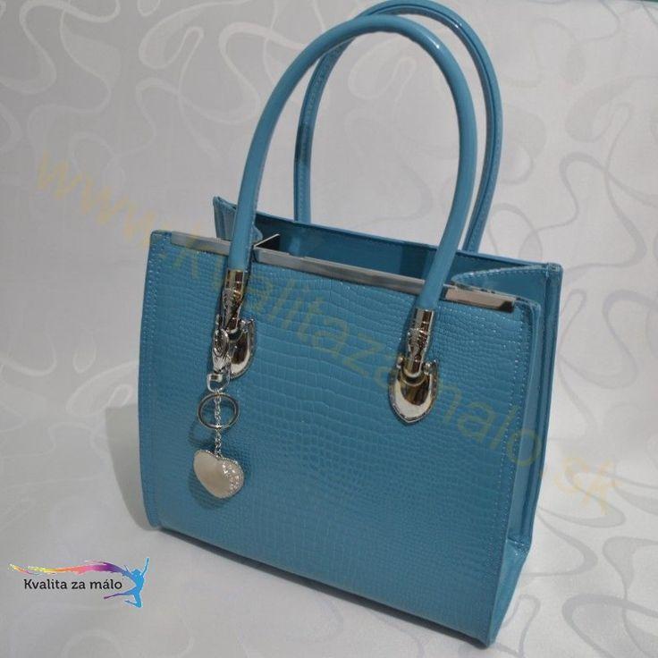 Kabelka modrý had  Elegantná lakovaná kabelka Gessaci v imitácii hadej kože s veľkým leskom, vynikajúca kvalita vypracovania detailov, disponuje veľkými dvojitými rúčkami pre pohodlné nosenie.  Akciová Cena: 13,74 € s DPH