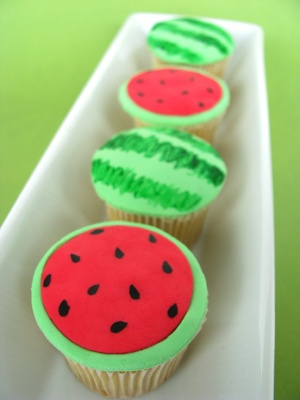 watermelon cupcakes! Looks like a perfect summer picnic treat!