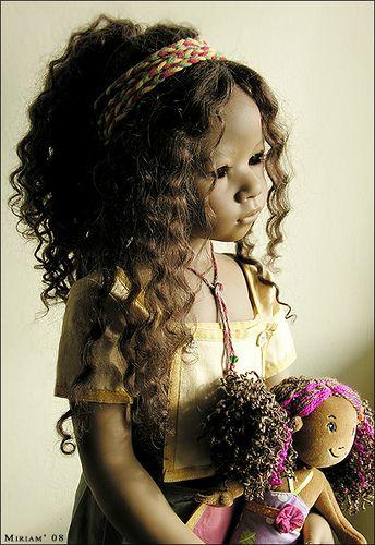Matoka with her rag dolly...(Annette Himstedt 2005)