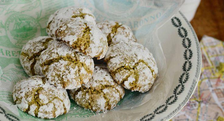 Tolles Rezept für weiche Amaretti morbidi. Die italienischen Mandelmakronen werden besonders saftig und schmecken leicht nach Marzipan.