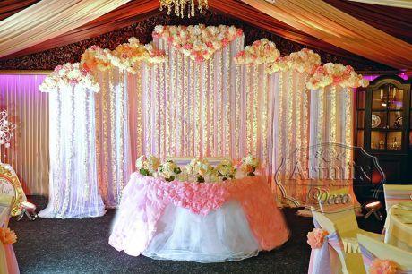 Оформление свадебного президиума в банкетном зале