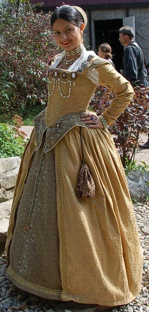 Tudor Costume, gelbes Kleid in 2019   Renaissance kleider ...