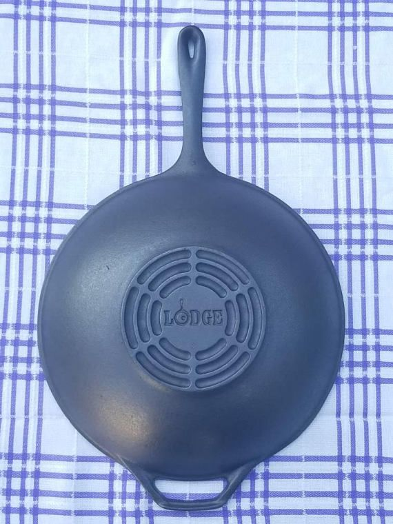 Rare Large LODGE Cast Iron Wok W/ Long Handle. 12.5