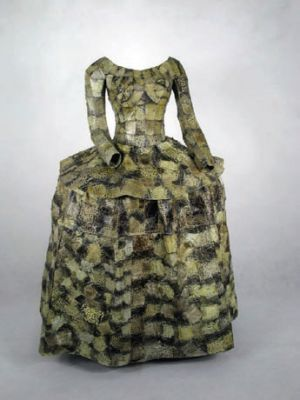 "Zhou Yunxia  周云侠  ~ ""Meninia's dress"" (2009) Toad skin via ARTLINKART | Chinese contemporary art database"