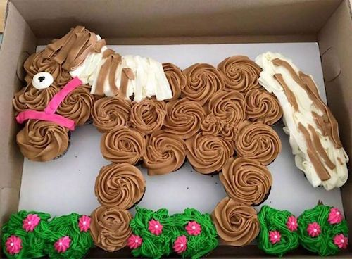 Cupcake horse! Just pull apart the cupcakes and enjoy! How cute -