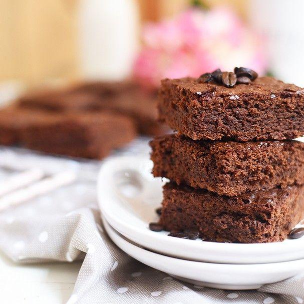 Aprenda a fazer receita prática e super deliciosa de Brownie de Café. Sobremesa perfeita para um fazer depois do almoço ou como lanchinho da tarde.