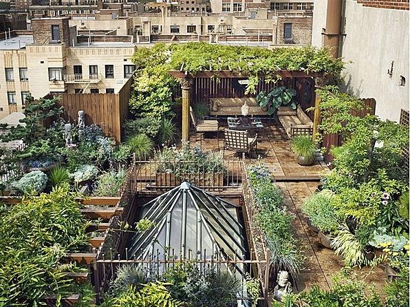 A garden oasis in the concrete desert of Chelsea, New York.: Rooftops Gardens, Secret Gardens, New York Cities, Green Roof, Rooftops Terraces, Roof Gardens, Dreams Gardens, Newyork, Private Gardens