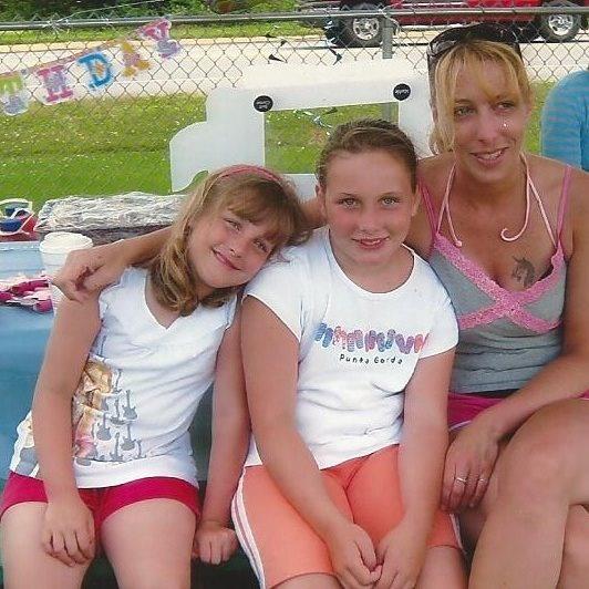 Amanda, Merissa and Alex........... cute family.