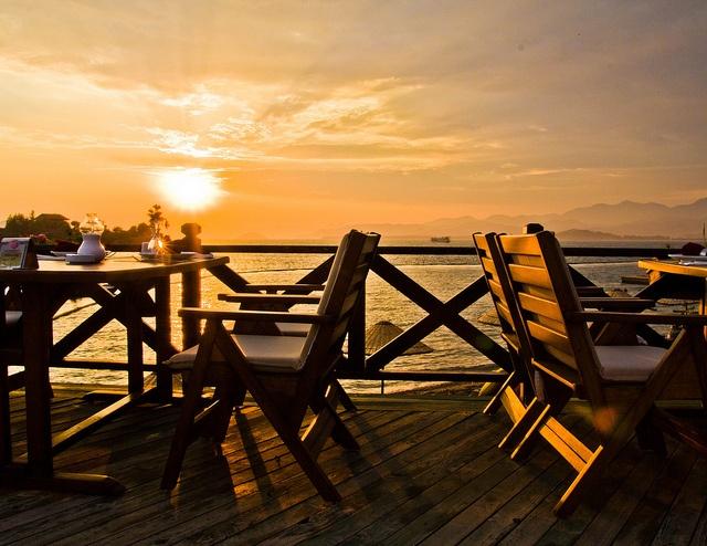 Sat Restaurant, Calis Beach, Turkey by  Gary Wakefield, via Flickr