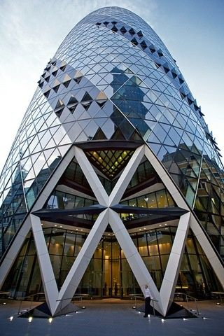 노먼 포스터 : 30 세인트 메리 액스(30 St Mary Axe) 별명 '거킨' - 2003년 완공 Norman Foster : 30 St Mary Axe (The Gherkin, 2003) in London also known as Swiss Re Building