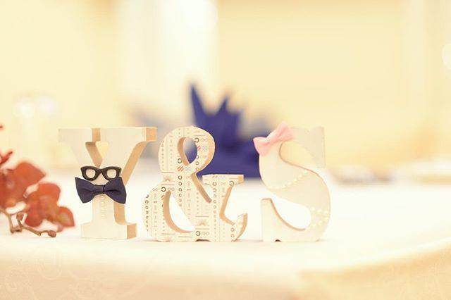 """* #イニシャルオブジェ 全体は#ラッカースプレー で シューっして白に染めました """"Y""""と""""S""""は定番の#新郎新婦 に """"&""""は2人の出会いの場でもある #眼鏡屋 にちなんで #視力測定 のアレ ←柄にしました❤️ JINS×mt限定コラボマステ使ってます * #卒花#卒花嫁#結婚式#marry#ウェディングニュース#juno4u#みんなのウェディング#ザウエディング#ハナコレ#farnyレポ#followme#全国のプレ花嫁さんと繋がりたい #アットホーム#カジュアル#子連れ挙式#2016冬婚#muse5cco#手づくり #花嫁DIY #handmade #リメイク#JINS#mt#限定#eyewear"""