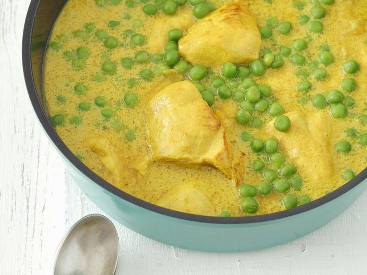 Hähnchen in Curry-Erbsen-Soße - smarter - Zeit: 15 Min. | eatsmarter.de