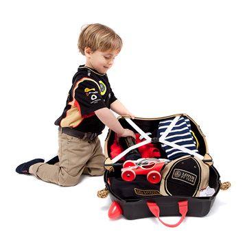 Trunki / Lotus  TRUNKI ER EN KUFFERT PÅ HJUL – DESIGNET TIL BØRN PÅ FARTEN  Børnene kan pakke deres Trunki med alt deres yndlings legetøj, køre på den, sidde på den, trække den eller blive trukket af deres forældre. www.farmorsoutlet.dk