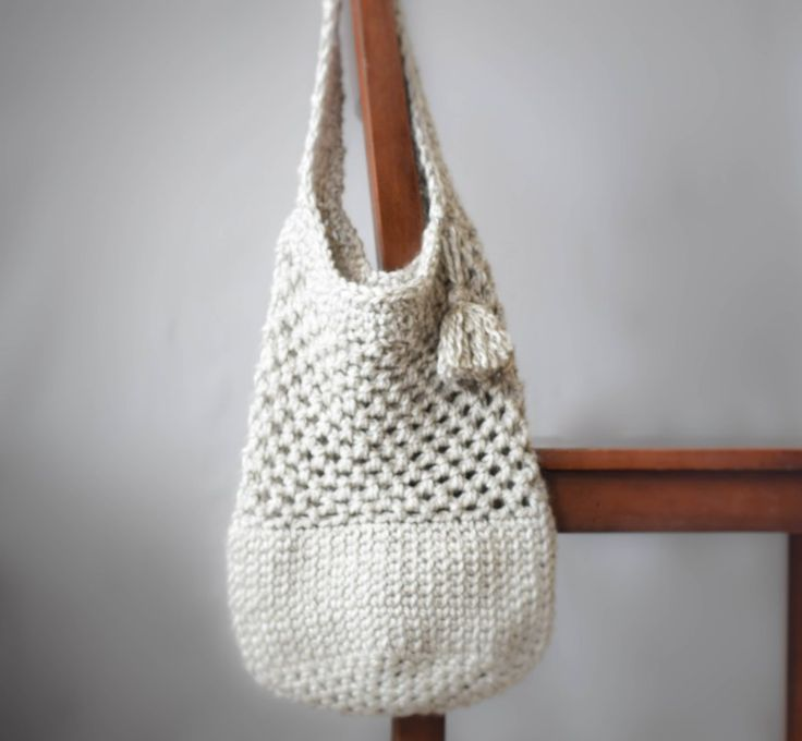 Perfect for spring farmers' markets! The Manhattan Crochet Market Tote pattern by Mama in a Stitch. Get her free pattern and make it now with Lion Brand Heartland Thick & Quick. Pattern calls for 3 balls and a size P (11.5mm) crochet hook.