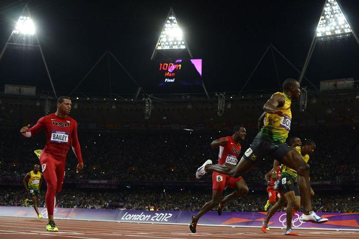 Otra gran foto de la final de los 100 metros (AFP)