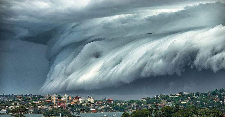 Au début du mois, un « nuage de tsunami » s'est répandu dans le ciel de New South Wales, en Australie.