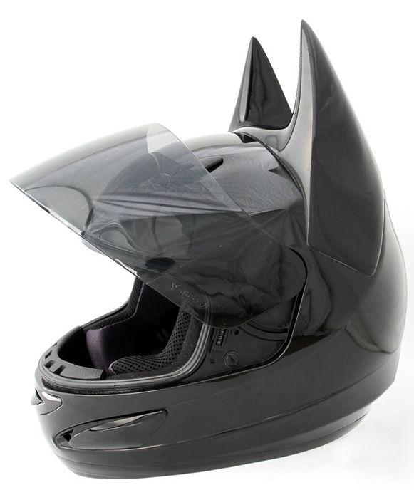 Quero andar de moto só para usar esse Bat-Capacete