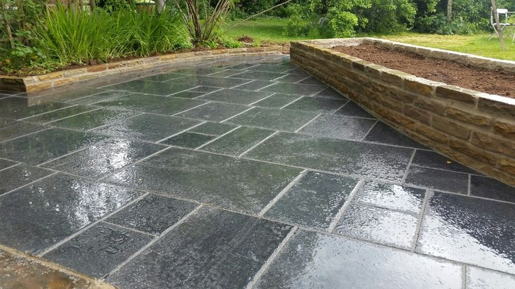 Fairstone limestone saphire storm natural paving. Looks very sophisticated.