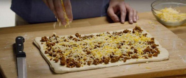 Enroulez de la viande et du fromage dans de la pâte pour un repas que votre famille vous suppliera de refaire - Recettes - Ma Fourchette