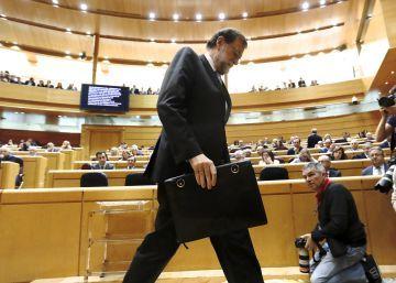 Rajoy rechaza la idea de Cifuentes y Tejerina de hacer huelga a la japonesa el 8-M