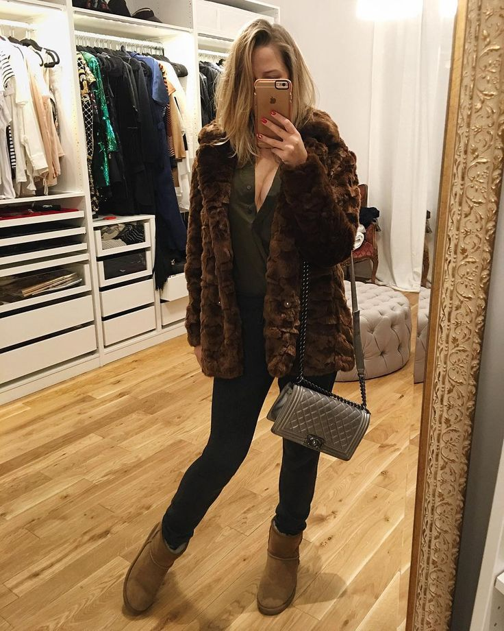 Fashion babe Jessica Mercedes in our Brown faux fur