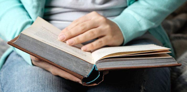 Estudios comprobaron que tan sólo el 5% de los estudiantes leen por interés personal, mientras que el 95% restante lo hace por obligación o porque su formación así lo requiere. Ante estas preocupantes cifras, los especialistas insisten en la importancia de que los jóvenes logren hacer de la lectura un hábito.