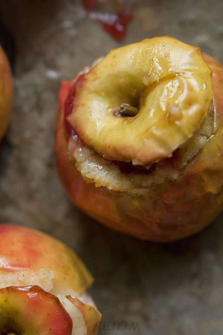 jadłonomia · roślinne przepisy: Pieczone jabłka z jaglanką