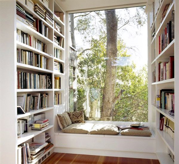 Reading with a breathtaking view as background. That's something ! <3  #readingnook #homedecor #windowsill
