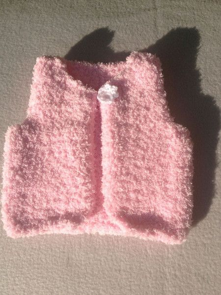 kuschelige rosa Baby-Weste, Gr. 62/68 von Marie & Mariechen auf DaWanda.com