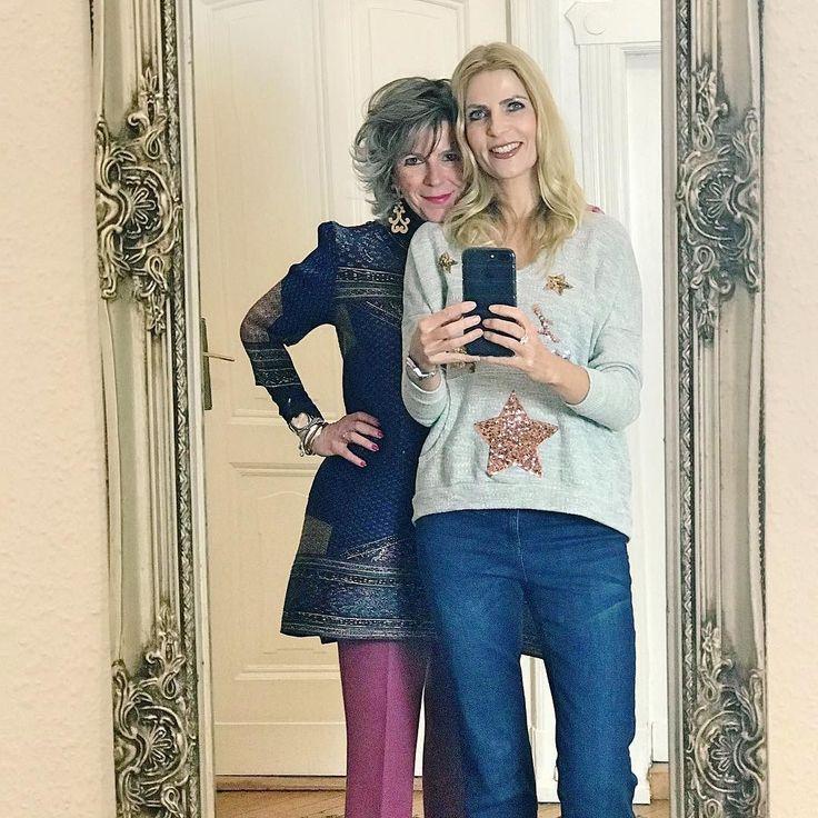 (Tanja)Some of you might know this mirror of my friend and Blogger Leonie from @fourhangauf? She always shoots her outfits there. It is definitely worth a look... .......... Vielleicht kennt Ihr diesen SPIEGEL? Meine liebe Freundin Leonie von @fourhangauf posted hier immer Ihre Outfits für den Blog. Und die solle man sich nicht entgehen lassen #fashionista #friends #mirrorselfie . . . . #ootd #fashion #instafashion #freundinnen #bloggerlife #instablogger #fashionblogger #womenstyle #style…